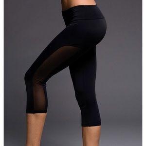 • Onzie • Tuxedo Capri Legging Black M / L New